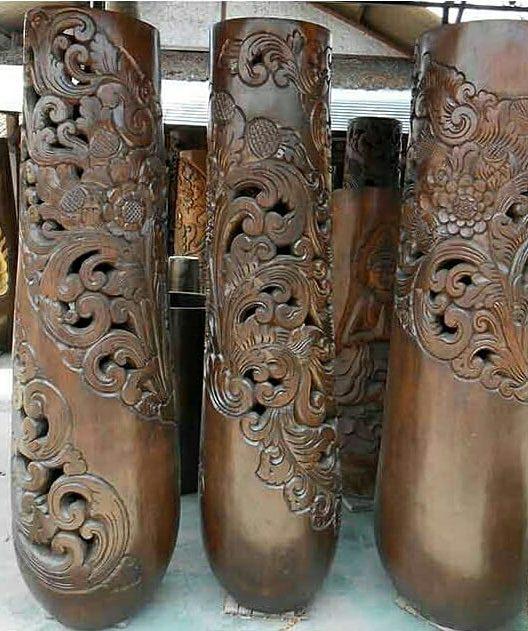 Vasijas de madera de coco talladas.