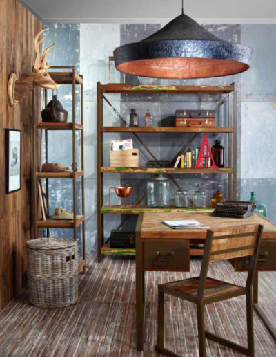 Escritorio y almacenaje en madera de barco reciclada