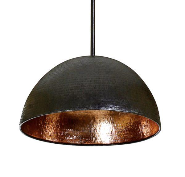 Lámpara de cobre en color negro.