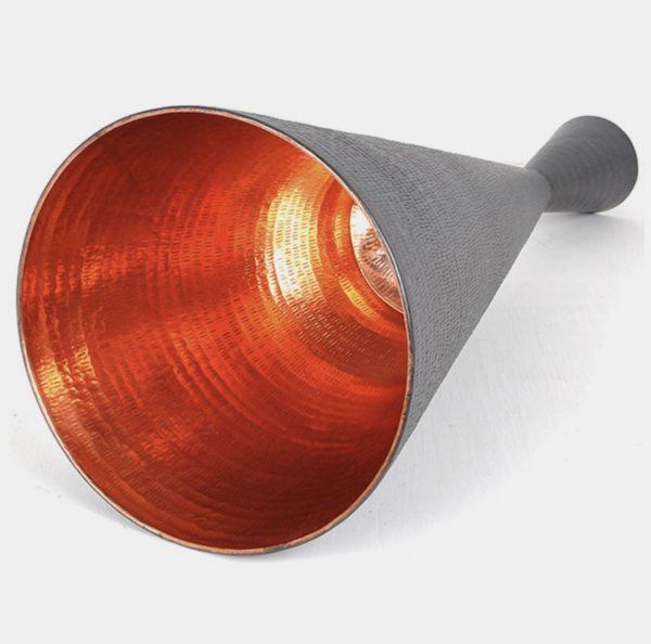 Lámpara hecha a mano gris.
