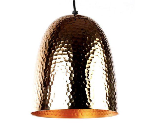 Lámpara dorada de cobre.