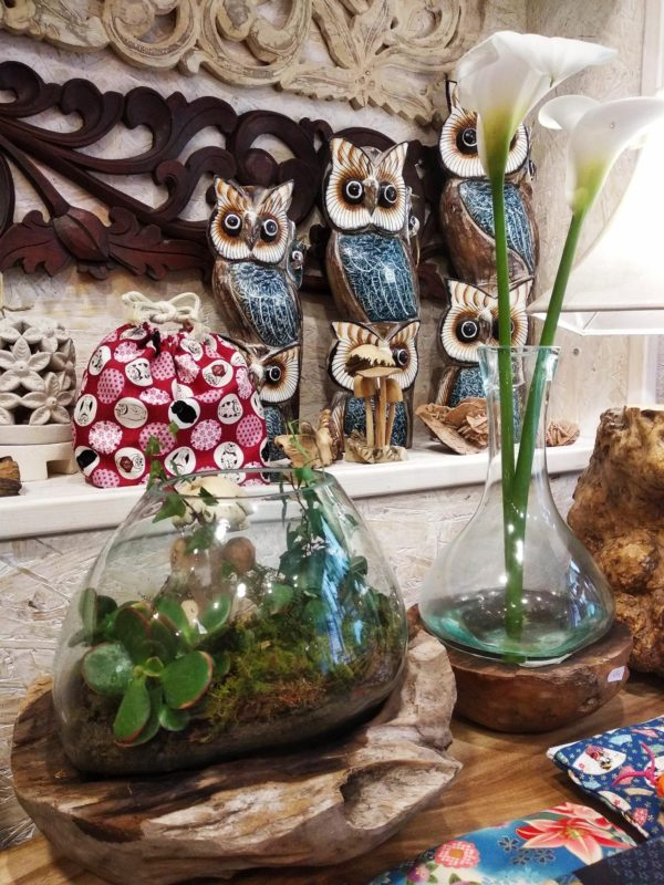 Peceras decorativa con flores.
