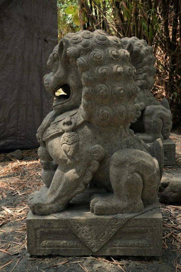 León Fu tallado en piedra