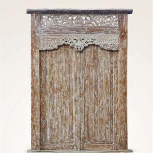 Puerta javanesa de talla artesanal