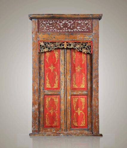 Puerta javanesa roja