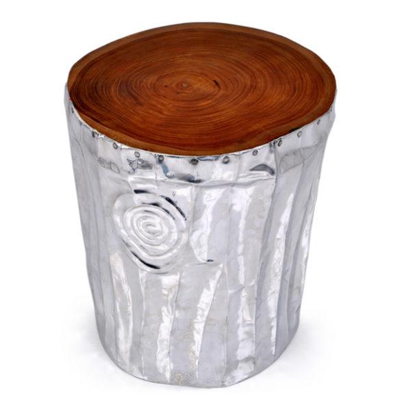 Taburete de madera en acabado color plata.