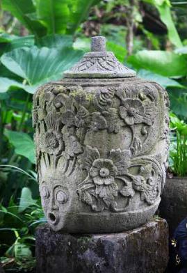Vasija de piedra tallada a mano